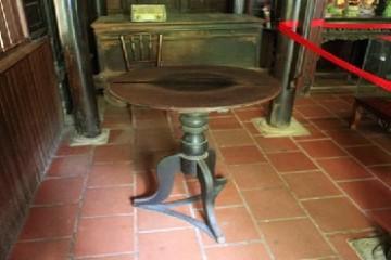 Bí ẩn với chiếc bàn xoay kỳ lạ tại Đà Lạt