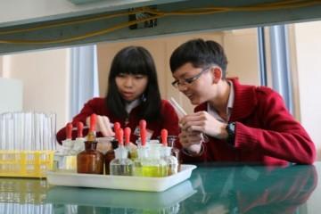 Học sinh Đà Lạt đoạt giải quốc tế về phương pháp điều trị bệnh Ung Thư
