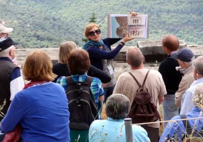 Thuê hướng dẫn viên du lịch